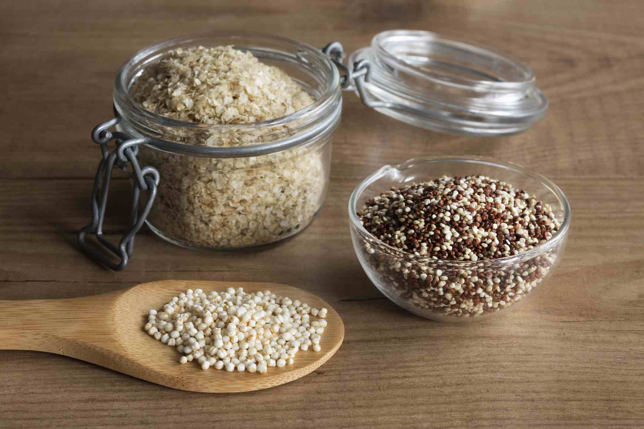 various quinoa on containers