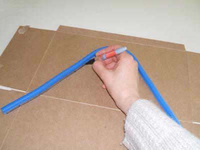 Traza la forma del cable en el cartón