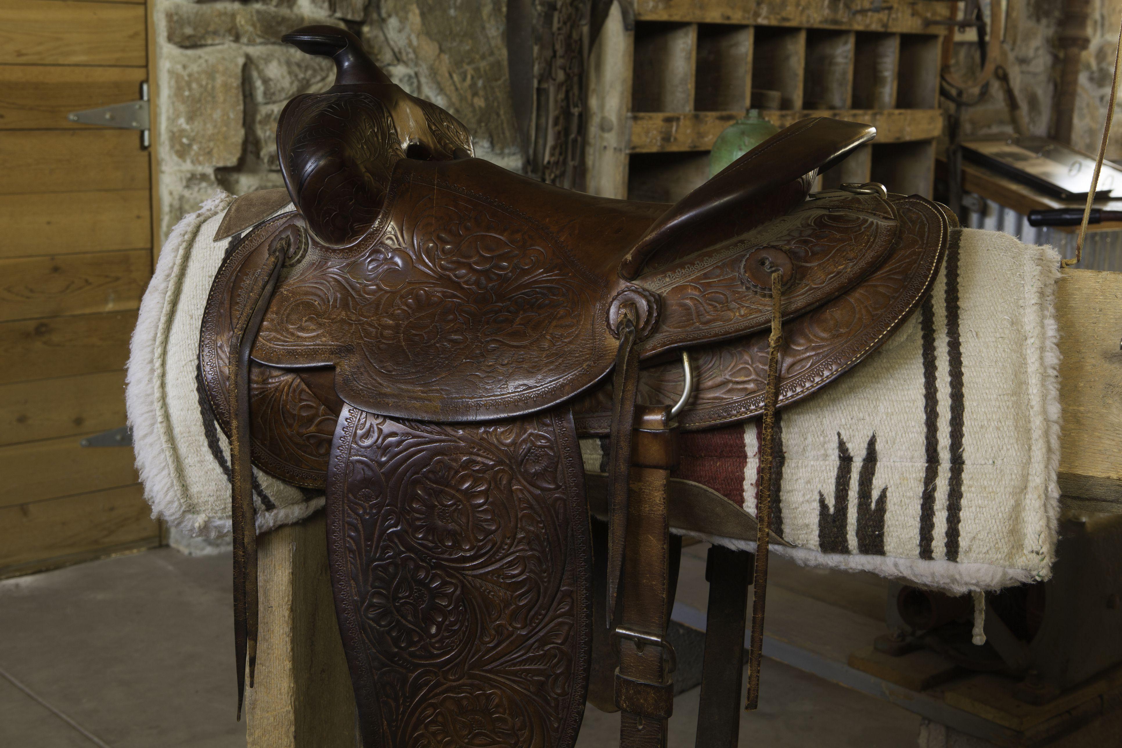 Sillas de montar y almohadillas para caballos occidentales