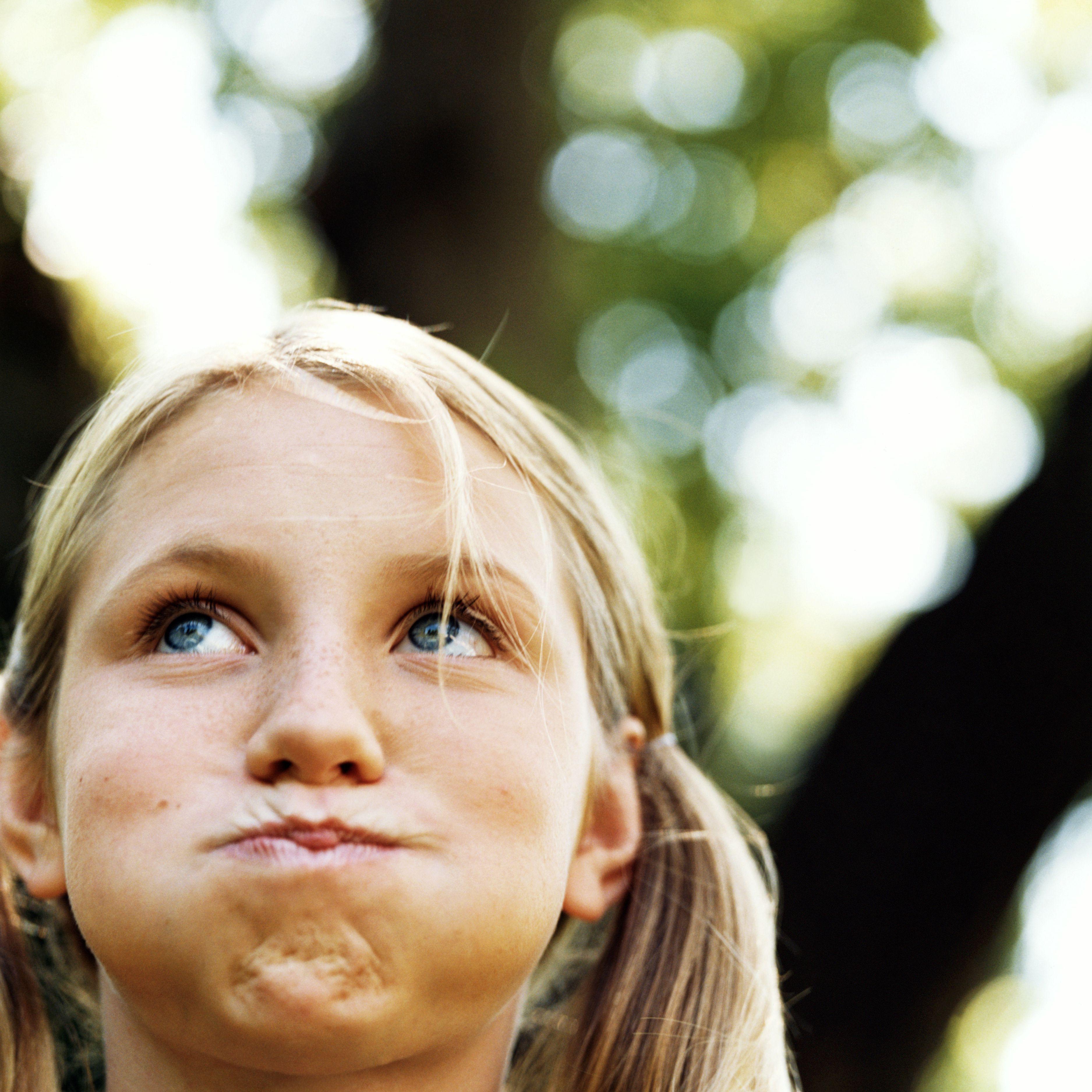 Adolescente (13-15) conteniendo la respiración