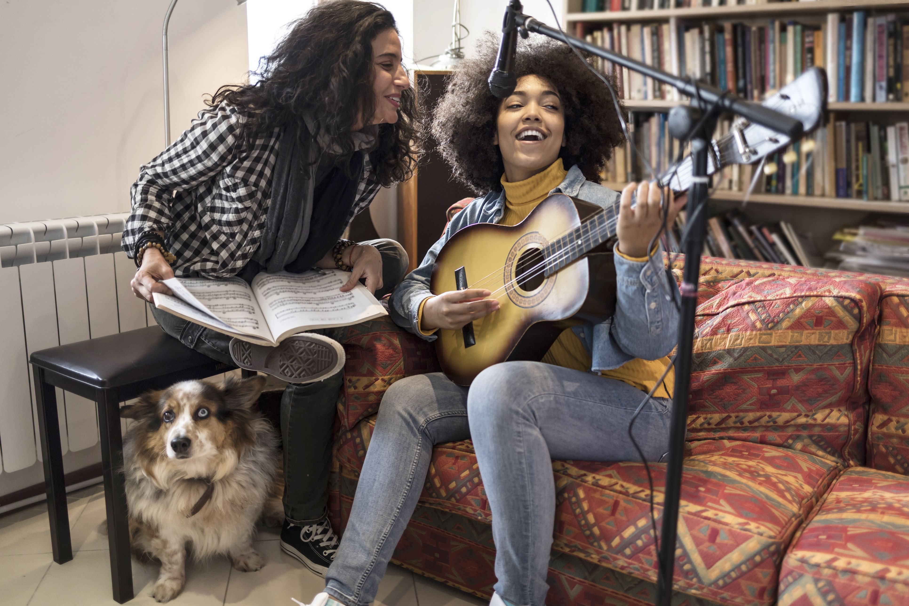 Women singing and playing the guitar