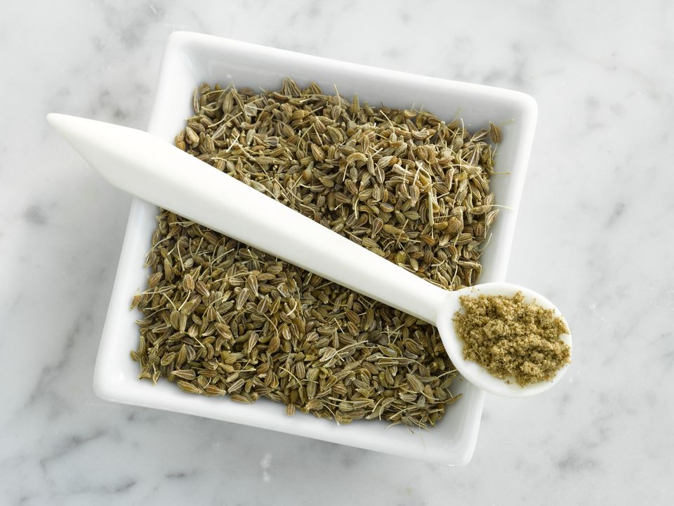 anise seed in square bowl